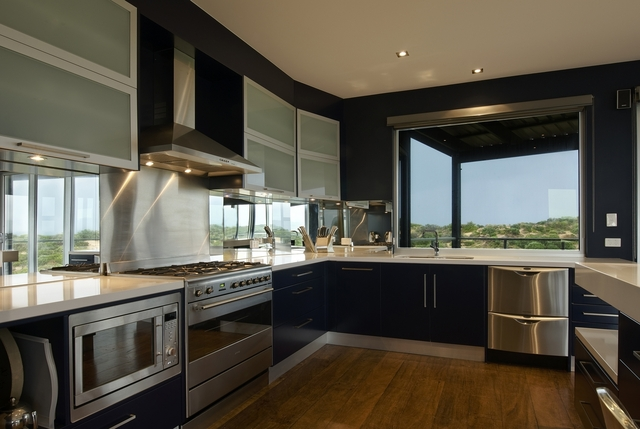 Brampton Kitchen & Cabinets Ltd has 60 reviews and average rating of 9